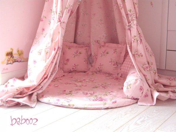 Decke rosa mit Rosen