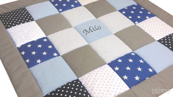 Tagesdecke Patchwork blau-grau mit Namen